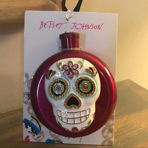 Betsey Johnson skull flask NWT